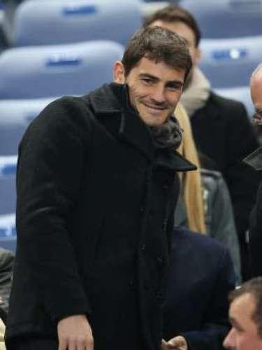 Aunque el capitán no pudo jugar por culpa de una lesión, éste quiso viajar hasta París para hacer grupo con la selección española. Una lesión que lo ha tenido dos meses sin jugar y de la que ya está recuperado.