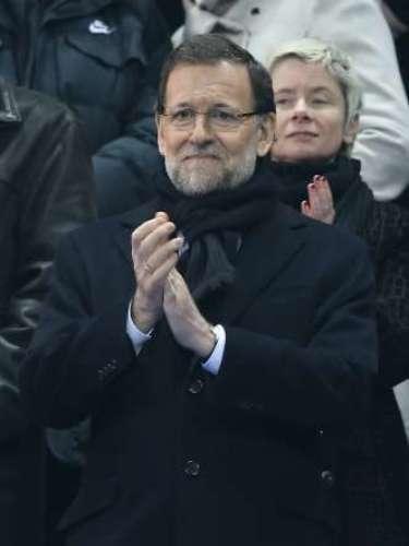 Quien tampoco quiso perderse el despliegue de la Seleccón fue Mariano Rajoy, a quien pudimos ver de pie y aplaundiendo tras el gol de la victoria.