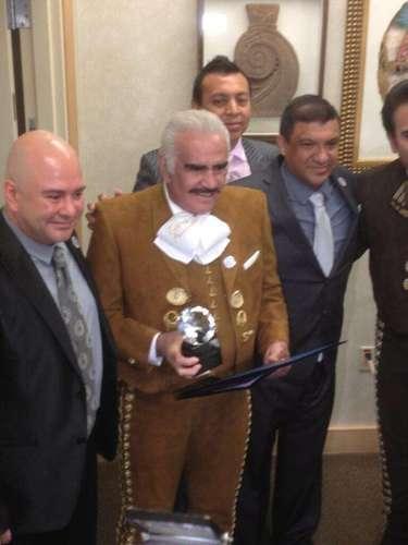 Vicente Fernández y su hijo Vicente Fernández jr. recibieron un homenaje en Las Vegas, y se instituyó el 23 de marzo como \