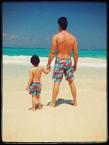 ¡Divinos! Sebastian Rulli comparte una linda foto con su hijo Santiago @sebastianrulli. Serenidad , Unión y Lealtad! #SantiTime #PuroAmor