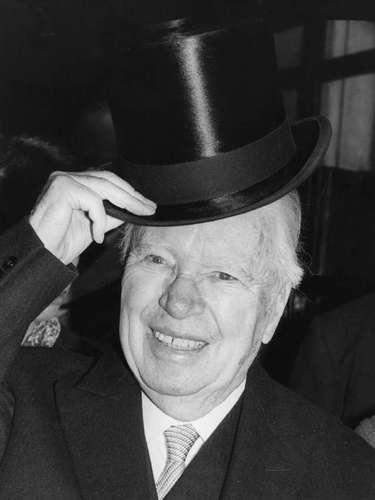 El actor y realizador inglés Charlie Chaplin dejó ver su condición de zurdo en películas como 'Luces en la Ciudad' y en 'El Gran Dictador'