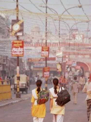 Construcción, energía, telecomunicaciones, salud, servicios y bienes inmuebles son los sectores más dinámicos de la economía de Delhi. El comercio al por menor es uno de los sectores que crecen más rápidamente en todo el país.