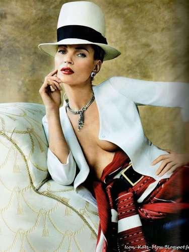 En las imágenes la modelo lleva un maquillaje más cargado y con el que tiene un aire mucho más latino.