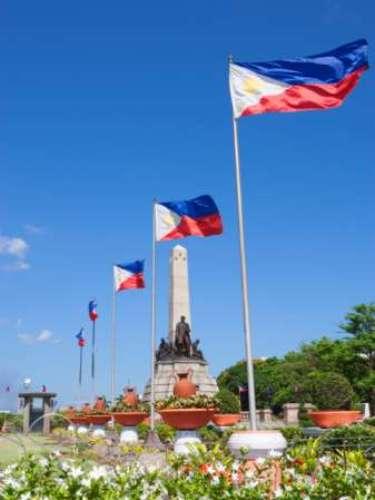 MANILA tiene una población de 20, 795, 000 habitantes, lo que la convierte en la segunda ciudad más poblada de Filipinas, por debajo de la cercana Ciudad Quezón. Y una de las megaciudades del planeta.