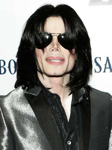 Michael Jackson, el Rey del Pop, murió el 25 de junio de 2009de un paro cardíaco causado por una intoxicación de propofol y benzodiazepinas, que más tarde fue calificado el juez de instrucción como homicidio involuntario del médico que le recetó los medicamentos.