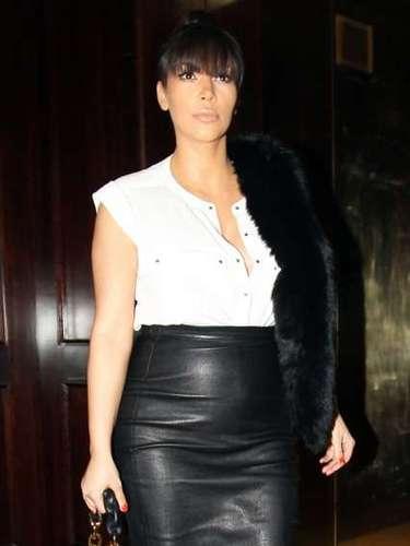 Aaunque fue fuertemente criticada por los medios de comunicación por su atrevida forma de vestir, Kim dijo que evita torturarse con éstos y aclaró en un conocido programa de televisión que le valen un pito las críticas.