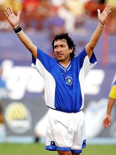 El estilo de vida del ex delantero salvadoreño Jorge 'Mágico' González durante su carrera era tan bohemio que se atrevía a fumar en la cancha, e incluso una vez, para defender su consumo de cigarrillo, dijo que \