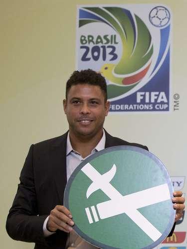 El popular ex delantero brasileño Ronaldo es conocido por su gusto por la fiesta, siendo captado en varias ocasiones con cigarrillos en la mano, por lo que es bastante curioso que sea quien hable de las medias con respecto al tabaco en la Copa Confederaciones 2013.