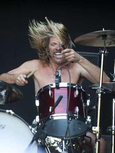 Cuando llegó la hora, el mismísimo Hawkins probaba sonido ante el asombro de todos.  Unos minutos después, él enérgico músico saltó a escena con su banda de covers Chevy Metal, que versionó canciones de Van Halen, Black Sabbath y los Rolling Stones, entre otros.