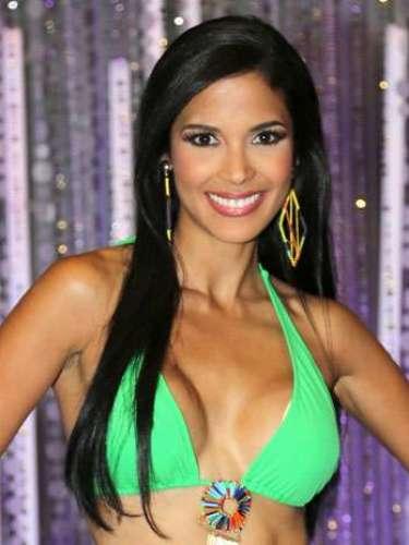 Audris Rijo, una de las representantes a la corona de Nuestra Belleza Latina 2013, nacida en Santo Domingo, República Dominicana, hace parte del grupo de Julián Gil. Esta semana ella debió modelar bajo la lluvia y pudo perdurar en la competencia.