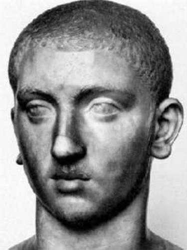 ¡Sí! hablamos del romanoMarco Aurelio Severo Alejandro, conocido como Alexander Severus.