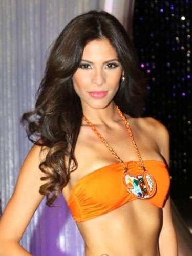 La puertorriqueña Viviana Ortiz también sobrevive en esta competencia y continúa en el certamen gracias al apoyo del público y a su presentación de baile con Maxi Iglesias. Ella tiene 26 años de edad, hace parte del equipo de Lupita Jones, es soltera y asegura que su talento especial es cantar.