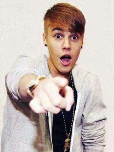 Justin Bieber sorprendió a sus fans al cambiar radicalmente su peinado, para volver a utilizar un estilo que se asemeja mucho al que puso de moda cuando inició su ascenso hacia la fama con el hit \