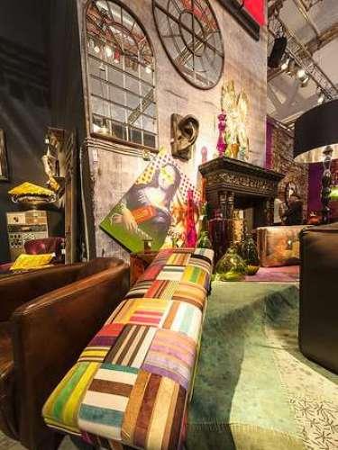 El SaloneSatellite pretende destacar la relación entre el diseño y la producción artesanal. Aquí se exhiben muebles, objetos decorativos, de iluminación y gadgets que no fueron producidos en serie.