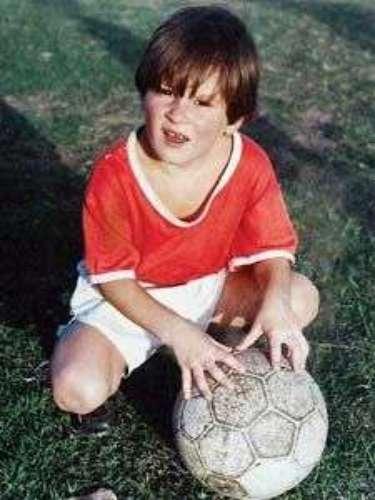 BOLSUDO. Lionel Messi nació el 24 de junio de 1987 en la Clínica Italiana de Rosario, pesó 3.6 kilogramos, es hijo de Celia Cuccittini y de Jorge Messi, tiene dos hermanos mayores (Rodrigo y Matías) y una hermana menor (María Sol). Toda la infancia de Lio la pasaron en Rosario: \