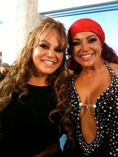 Castro fue conocida de Jenni Rivera ya que en varias ocasiones tuvo la oportunidad de entrevistarla.