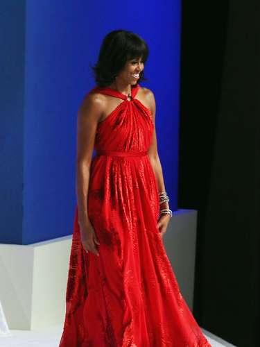 Michelle Obama. La primera dama no solo es elegante, siempre está entre las mejor vestidas y es una mujer brillante; también es hermosa. Una morena que brilla con luz propia en labios rojos y un moderno bob.