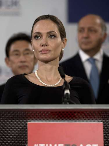 La embajadora de la ONU, ganadora de un Oscar por su rol en Inocencia interrumpida, advirtió a los ministros que la sociedad \