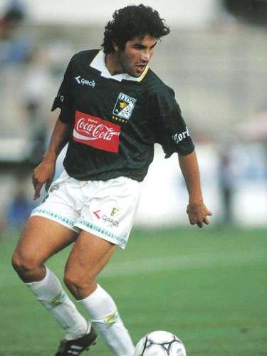 Christian Torres llegó al futbol mexicano para jugar con León en la temporada 1995-96 hasta el Invierno 97 y en una segunda etapa en el torneo de Verano 2000. Con América jugó en el Verano e Invierno de 1998