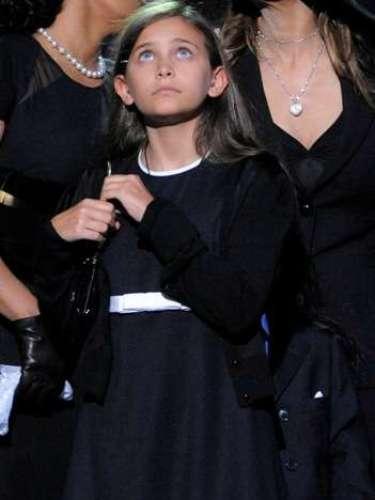 Paris tenía once años cuando falleció Michael Jackson, un jueves 25 de junio del 2009. Fue a partir de ese momento que ella junto a sus hermanos comenzaron a hacer apariciones públicas