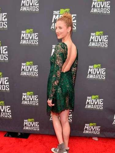Con un mini vestido color verde esmeralda en encaje y un llamativo escote en la espalda, la actriz se robó más de una sonrisa de sorpresa en la alfombra roja de los premios MTV Movie Awards 2013