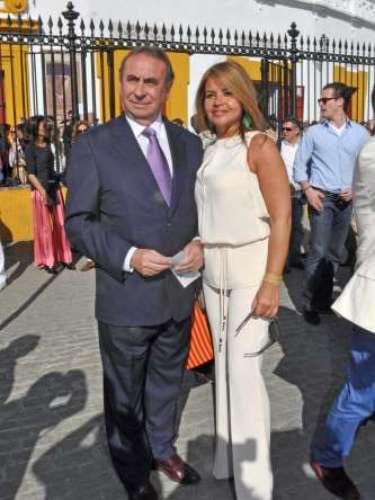 El empresario Pedro Trapote y su mujer Begoña García se mostraron muy cómplices durante el transcurso de la tarde taurina.