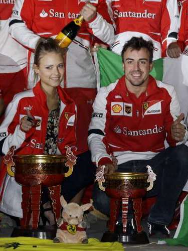 Desde que comenzaron su relación Fernando Alonso y Dasha Kapustina se han mostrado inseparables. Tanto es así, que el pasado fin de semana la modelo viajó hasta China para celebrar junto a su parejael último Gran Premio de la Fórmula 1.