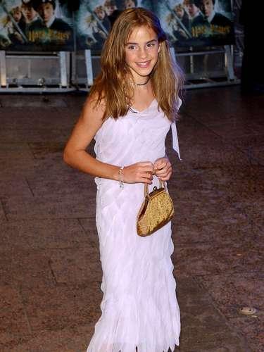 2002. Para el siguiente año había una clara intención de convertir a la pequeña en una niña con estilo. El intento no hizo otra cosa que hacerla ver como una pequeña buscando ser adulta.