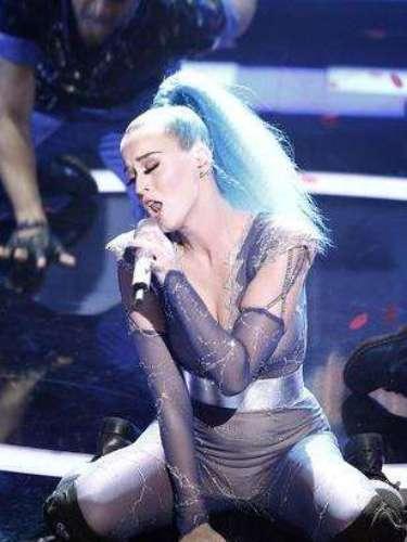 Katy Perry encendió a los Echo Awards 2012, realizados en el Palais am Funkturm de Berlín, Alemania, con llamativos pasos de baile, que por momentos se tornaron un poco subidos de tono.
