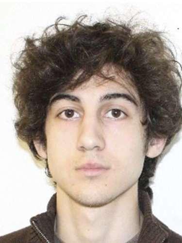 Fotografía sin fechar facilitada hoy por el Departamento de Policía de Boston, que muestra a Dzhokhar Tsarnaev, uno de los sospechosos de los atentados de Boston, en Boston, Massachusetts, Estados Unidos. Según el canal de noticias estadounidense NBC, los hermanos Tsarnáev son sospechosos de haber colocado el pasado lunes las bombas en Boston que le costaron la vida a tres personas y causaron más de 170 heridos.