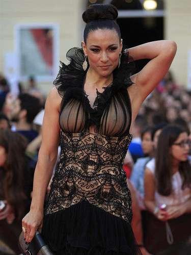 La actriz Isabel Serrano con un espectacular diseño de gala.
