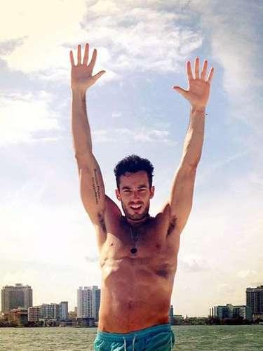 Aaron Díaz también presumió de su propio cuerpo! Y qué cuerpazo!