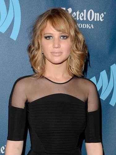 Jennifer Lawrence. Es otra de las celebridades que recientemente transformó su look pasando de la melena larga a un estilo sofisticado a la altura del hombro, en capas, muy favorecedor para la forma de su rostro.