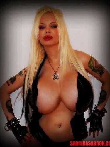 Sabrina Sabrok no teme exhibirse y deleita a sus seguidores con sexys y sugerentes fotos que a ella le encanta mostrar