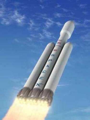 El SpaceEx Falcon Heavy es el cohete más potente del mundo. Podría levantar el doble de carga en órbita como los transbordadores espaciales, recientemente retirados. El primer lanzamiento está programado para 2013.