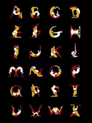 """""""Me convocaron para ilustrar la portada de una nueva edición del Kama sutra. Y a partir de allí me interesó desarrollar una tipografía con sentido de arte erótico inspirada en esas posiciones tan amorosas. Estudié las propuestas tipográficas de los artistas de thekamasutra.co y desde allí realicé mi versión"""", declaró Favre en Londres. Acá, todo el abecedario"""