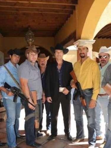 Para que las escenas de la telenovela fueran más reales se grabaron en partes de México y Colombia y Estados Unidos. Mientras en la novela se interpreta cómo Amado Carrillo se convirtió en \