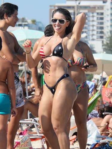 Andrea de Andrade es una famosa bailarina de la escuela de samba \