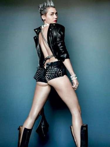 En entrevista para la revista, Miley dejó claro que su relación sentimental con el actor Liam Hemsworth va \