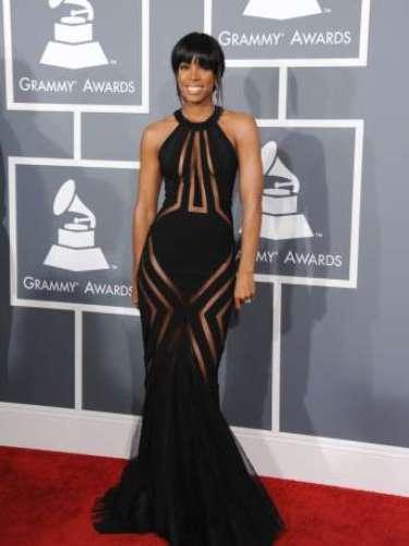 El exmiembro de Destiny Child, Kelly Rowland quiso llevar la moda a su extremo con un diseño de alta costura de Georges Chakra.