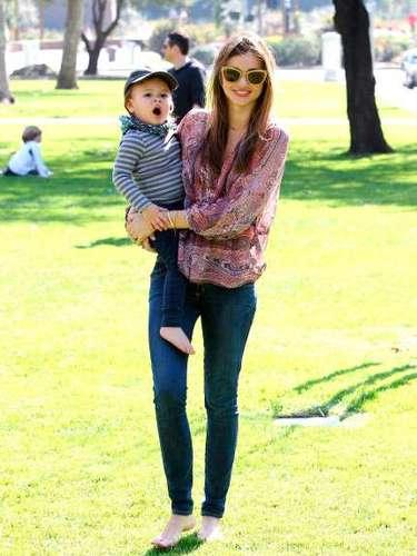 La modelo ha causado una grata impresión entre las jóvenes madres ya que recuperó rápidamente su esbelta figura tras el embarazo, luego del nacimiento del pequeño Flynn