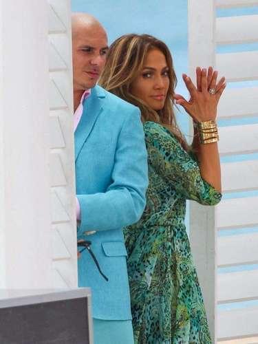Para este video, la cantante repite la exitosa dupla que ha hecho en ocasiones anteriores con Pitbull.