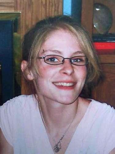 Tan reciente como el 26 de abril desapareció of Jessica Heeringa, de 25 años de edad, al salir de su trabajo en una gasolinera Exxon Mobile en Norton Shores, Michigan. De acuerdo a las autoridades la mujer desapareció entre 11:00 y 11:15 p.m. La joven tiene un hijo de dos años de edad. El presunto secuestrador podría estar entre los 30 y 40 años y se cree que es blanco y de unos seis pies de estatura. Hoy, justamente cuando la Policía de Cleveland dio con tres mujeres secuestradas hace diez años, la Policía de Norton Shores tendrá un chat para recoger información que de con el paradero de Heeringa.