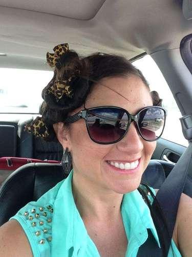 Las fotos de Sprauer (cuyo nombre artístico era Victoria Valentine James) con escasa ropa, llegaron a las autoridades de la escuela y fue despedida de su cargo. En su Facebookse lo tomó con humor: \