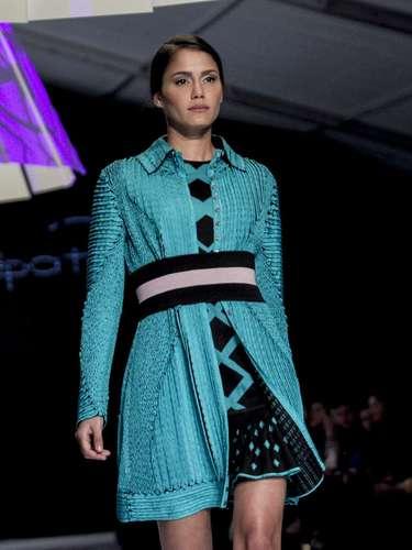 Una apuesta en la que mezcla la confección artesanal con la industrial para crear prendas multifuncionales dedicadas a la mujer cosmopolita de hoy.
