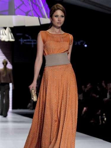 Cuatro modelos exóticos y divertidos creados por el gran ícono de la moda mundial, forman parte de la colección Otoño-Invierno2013´14 de la reconocida marca brasilera.