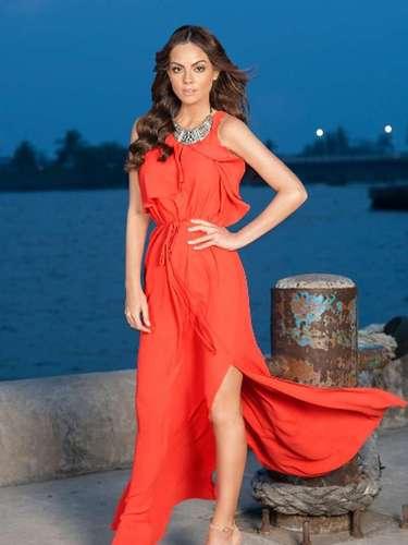 La exrepresentante de belleza Ximena Navarrete interpretará un doble papel al dar vida a las gemelas 'Marina' y 'Magdalena'.