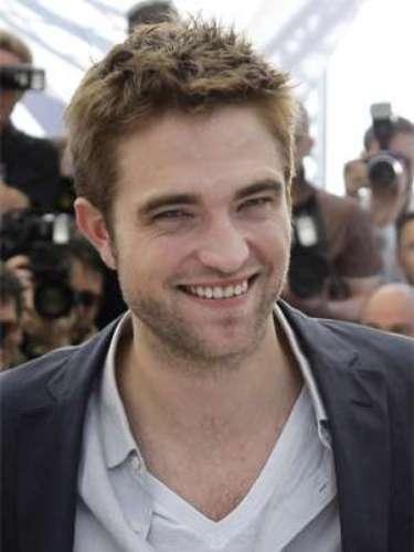Robert Pattinson es la nueva imagen de Dior Homme. Uno de nuestros actores favoritos fue elegido por la casa de moda Dior para aparecer en su nueva campaña de su fragancia masculina. Eso significa que lo veremos en revistas y anuncios de TV... No nos cansaremos de hacerlo.