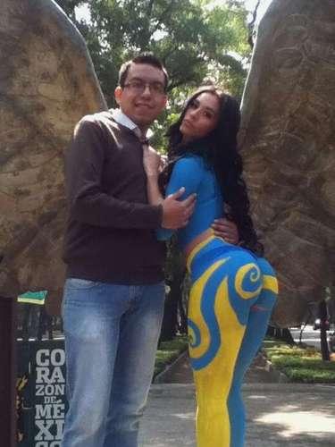 Algunos capitalinos aprovecharon la presencia de Diosa Canales en la capital para tomarse la foto del recuerdo con la vedette, quien prometió realizar una tuitcam desde la Plaza de la Constitución.