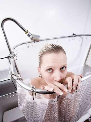 Otras formas de placer se pueden producir durante el baño a través de las duchas de masaje o los chorros de un jacuzzi que pueden darte magnificas sensaciones, teniendo la precaución de que el agua no esté muy caliente ya que podría hacer daño.